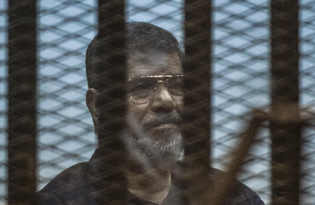 Egypt's deposed Islamist president Mohamed Morsi sits in a caged dock in Cairo on May 16, 2015 (AFP Photo/Khaled Desouki)