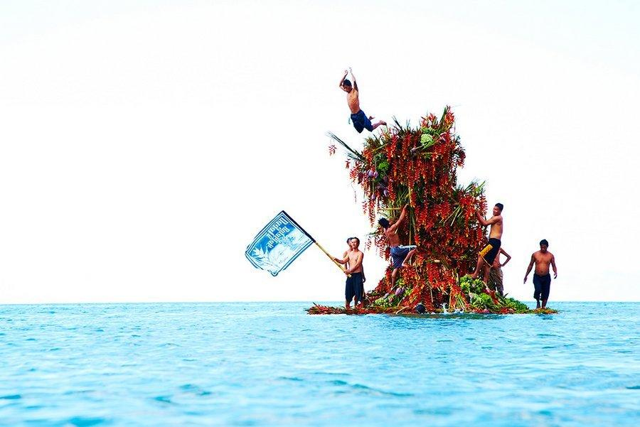 """<p>This is the second project in Azuma's ongoing series called """"In Bloom."""" For this piece, he headed to the Hinoba-an Sea in the Philippines to build this flower tower. (Apparently it doubles as a pretty sweet diving board!) The first project in his series, also well worth a look, <a href=""""http://azumamakoto.com/?p=5051"""" rel=""""nofollow noopener"""" target=""""_blank"""" data-ylk=""""slk:launched flowers into space"""" class=""""link rapid-noclick-resp"""">launched flowers into space</a>. (Photo: <a href=""""http://azumamakoto.com/"""" rel=""""nofollow noopener"""" target=""""_blank"""" data-ylk=""""slk:Azuma Makoto"""" class=""""link rapid-noclick-resp"""">Azuma Makoto</a>)<br></p>"""