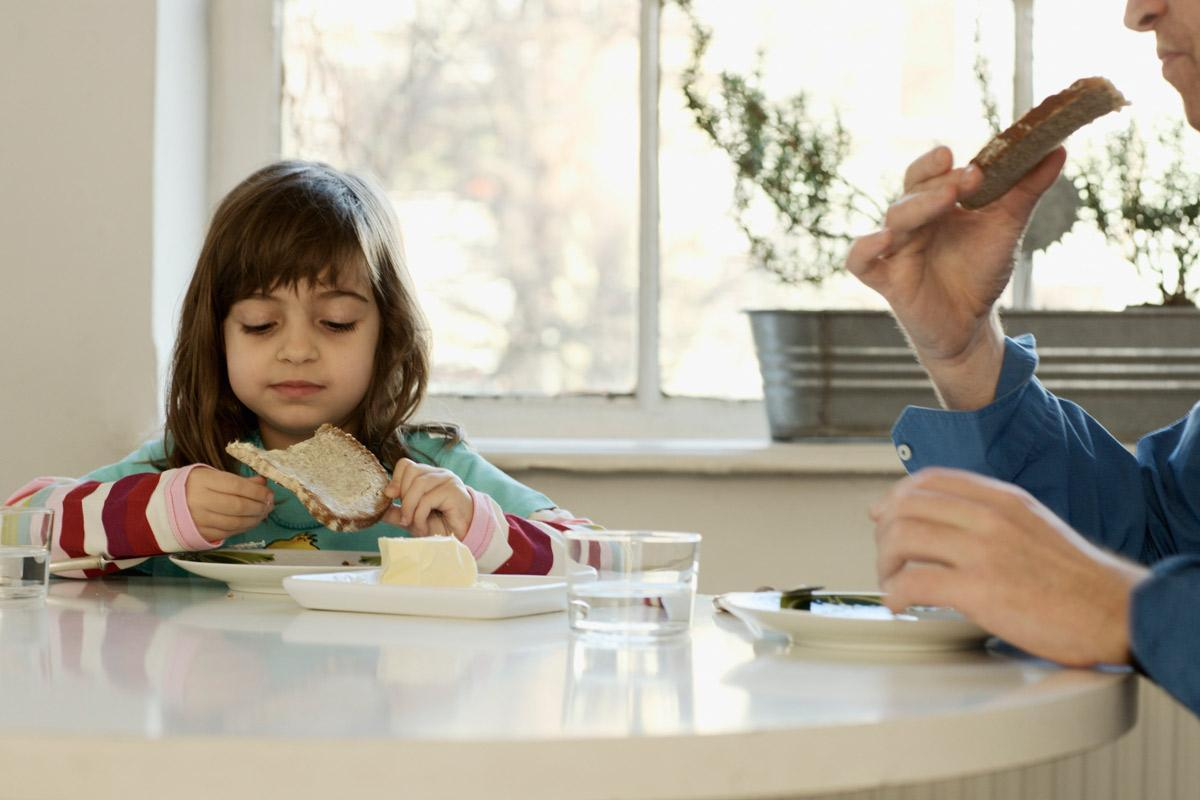 childhood obesity parenting Childhood obesity: the responsibility of parents although obesity is a very sensitive topic, it is a pressing issue in modern culture, and it is something we cannot ignore who is responsible for the health of america.