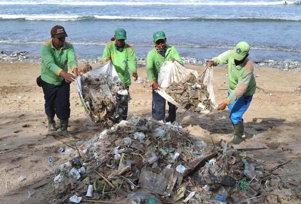 Indonesia's government has pledged to reduce marine plastic waste by 70 percent by 2025 (AFP Photo/SONNY TUMBELAKA)