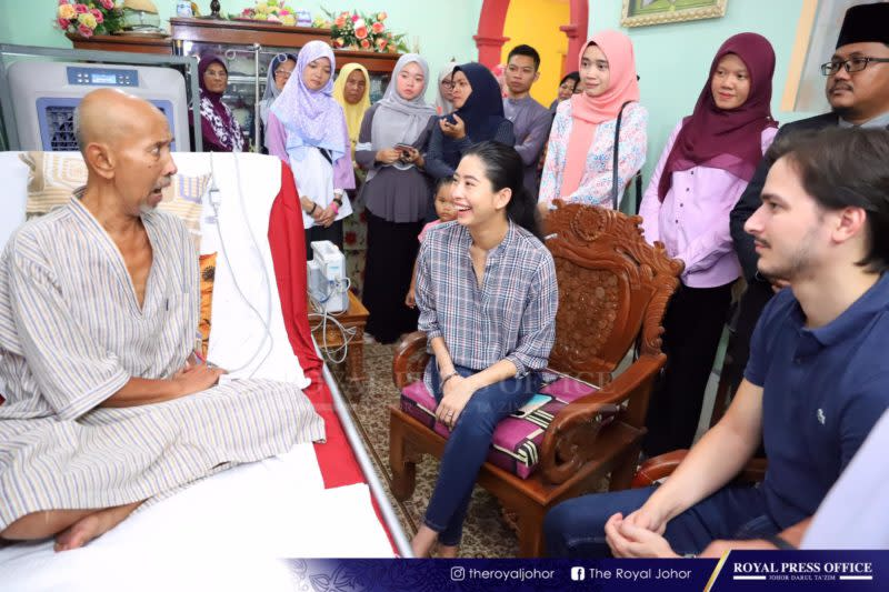 An Under One Roof Fan Johor Princess Paid Visit To