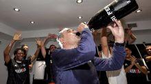 Rasierschaum und Champagner: Juve-Coach feiert Titel