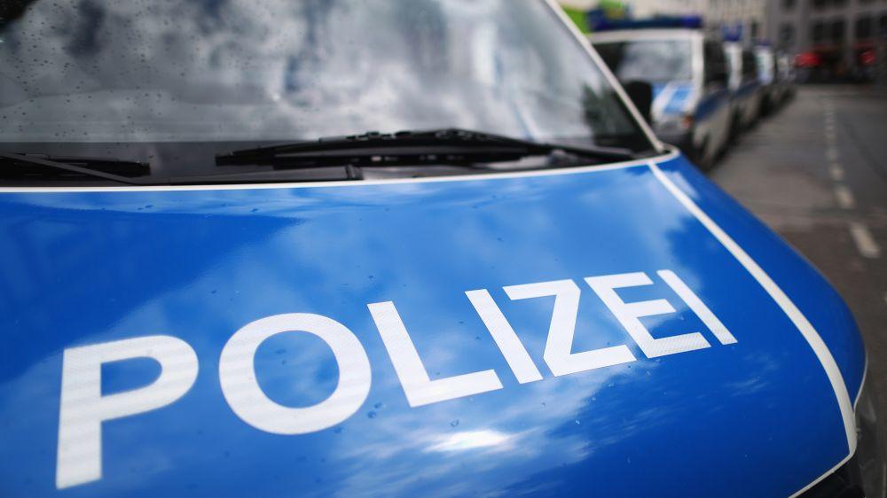 Polizei verhindert Hooligan-Schlägerei am Flughafen Weeze