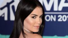 Lali Espósito brilló y derrochó sensualidad en la alfombra roja de los MTV EMA 2017