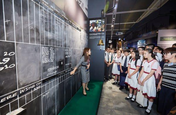 比賽完結後,逾百學生與嘉賓在導賞員帶領下參觀香港交易所內的香港金融博物館,認識香港金融服務業的歷史及未來發展機遇。