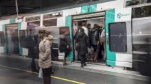La increíble razón por la que un bebé recibirá 25 años de viajes gratis en el Metro