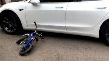 5歲男童騎車撞特斯拉 警方依程序實施酒測