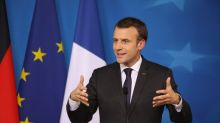 Macron: è stato attacco terroristico, tre morti e 16 feriti