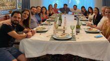 Luciano reúne amigos em casa e mesa gigante impressiona seguidores