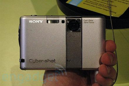 Hands-on with Sony's DSC-G1 WiFi featurecam