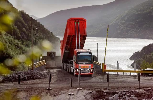 Volvo's self-driving trucks will haul limestone from a mine