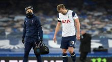 Harry Kane injury: Tottenham star limps off vs Everton ahead of Carabao Cup Final