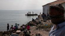 Policía griega arresta a 5 por incendio en Lesbos, migrantes se resisten a un nuevo campamento