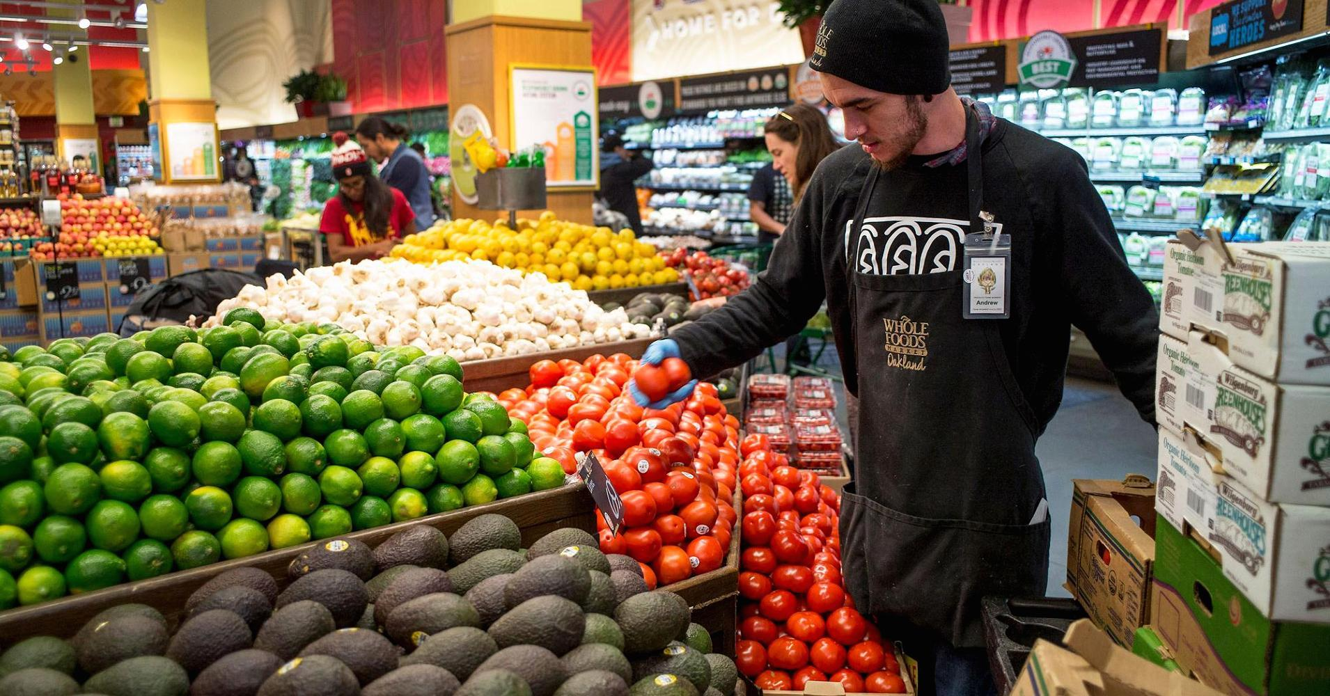 the grocery store industry performance is based The grocery store industry is made up of two sectors: supermarkets and convenience stores that do not sell gas stores in the grocery store industry primarily sell a range of food items, but may also sell some nonfood goods.