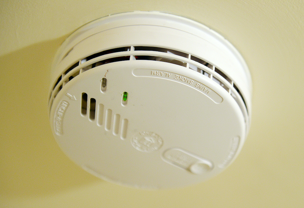 smoke alarms Combination smoke/carbon monoxide detector with sealed lithium battery sealed battery-operated combination smoke alarm/carbon monoxide detector showcases a unit that can go a decade without having to replace the battery.