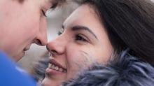 Mulheres que tomam a iniciativa têm mais sorte no amor, afirma pesquisa