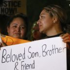 Police: Arizona officer kills teen boy with replica gun