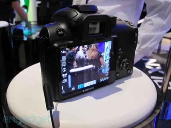 Samsung NX10 hybrid HD-capable camera hands-on