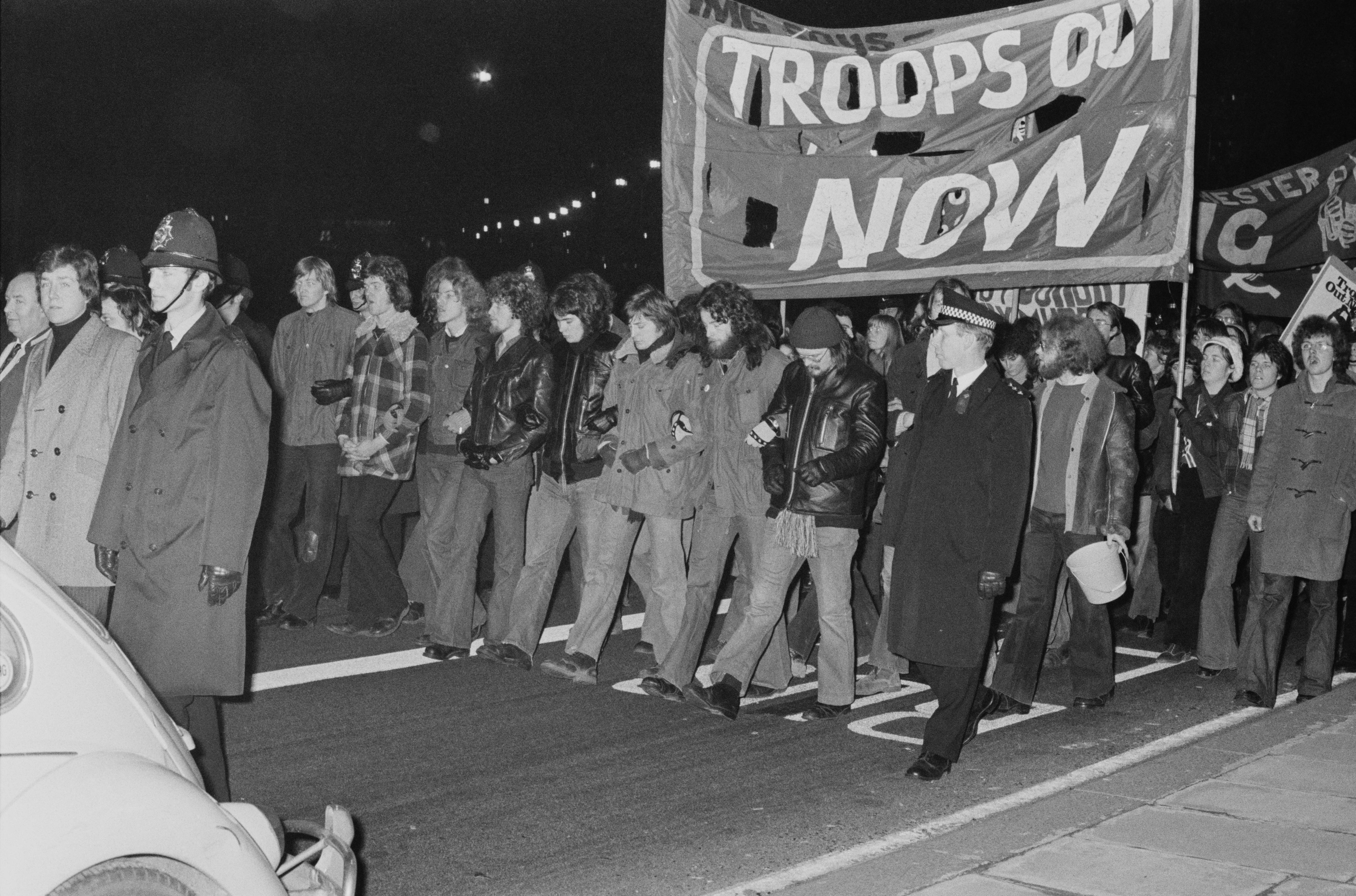 united states anti vietnam protest in 1960 1960s pentagon protest march, peace, vietnam, usa  anti vietnam war protest  the anti war protests against the united states involvement in the.