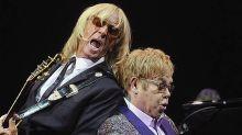 Elton John demite funcionários e colegas de banda depois de ter turnê cancelada