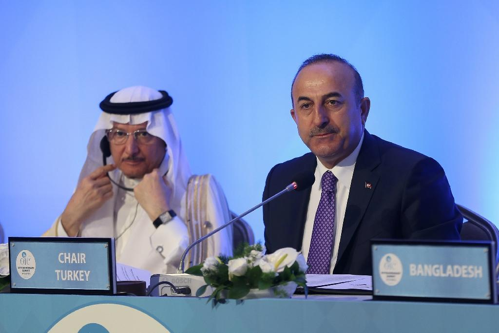 OIC Secretary-General Yousef bin Ahmad Al-Othaimeen (L) and Turkish Foreign Minister Mevlut Cavusoglu listen during a meeting of foreign ministers ahead of a summit of the main pan-Islamic bloc to support Palestinians and condemn Israel (AFP Photo/ARIF HUDAVERDI YAMAN)