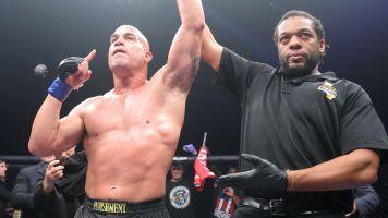 Tito Ortiz dominates Alberto Rodriguez in 1st round
