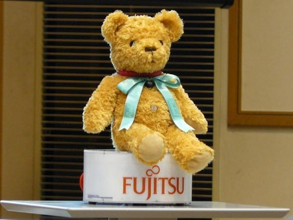 Video: Fujitsu's NaviRobo smells beer, tells you where to find more