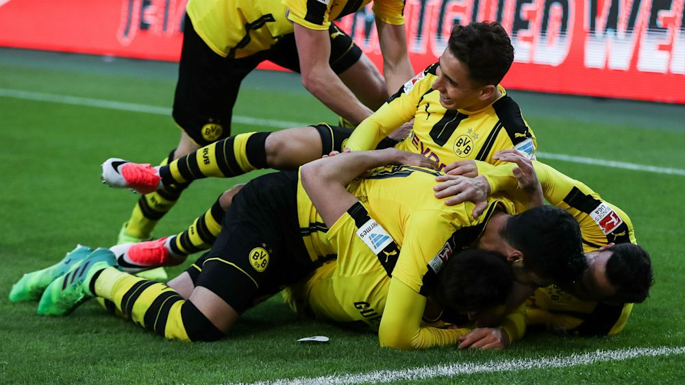 Borussia Monchengladbach 2 Borussia Dortmund 3: Guerreiro settles Bundesliga thriller
