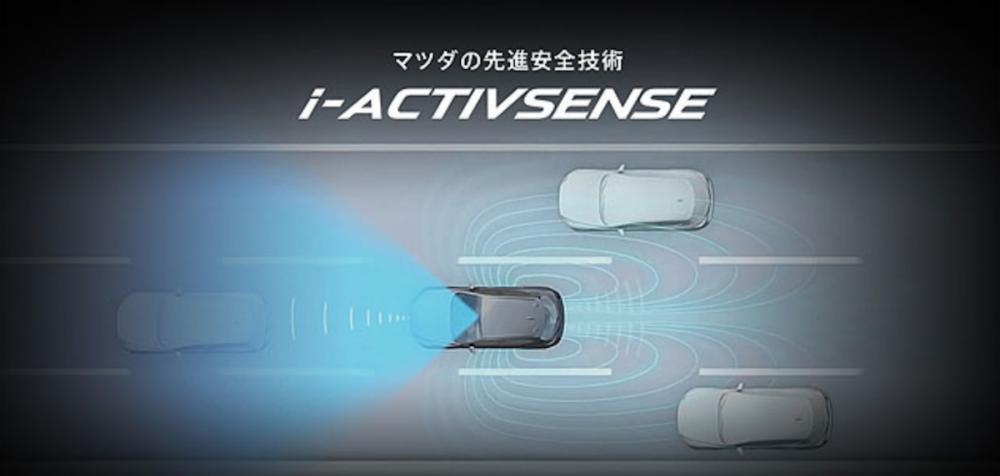 基本 i-Activsense 主動安全科技中,包含 BSM 車側盲點警示、RCTA 後方兩側來車警示、SCBS-F 前行煞車輔助、AT 油門誤踩防止系統等。