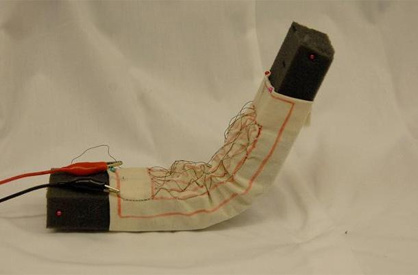 Robotic fabric acts like a muscle, makes foam blocks wriggle