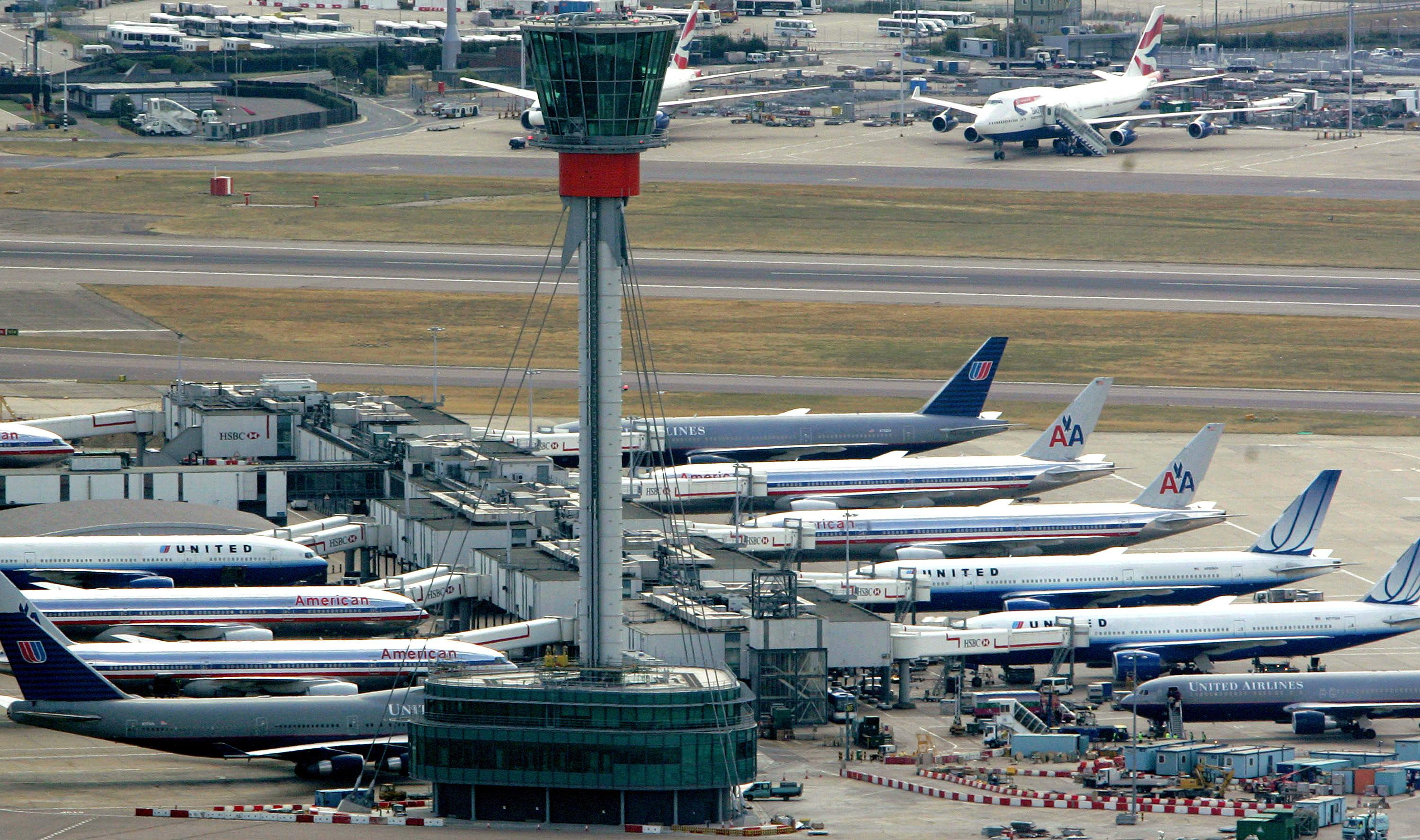 Aeroplanes sit on the tarmac at Heathrow Airport in London, August 10 2006 (AFP Photo/AFP)