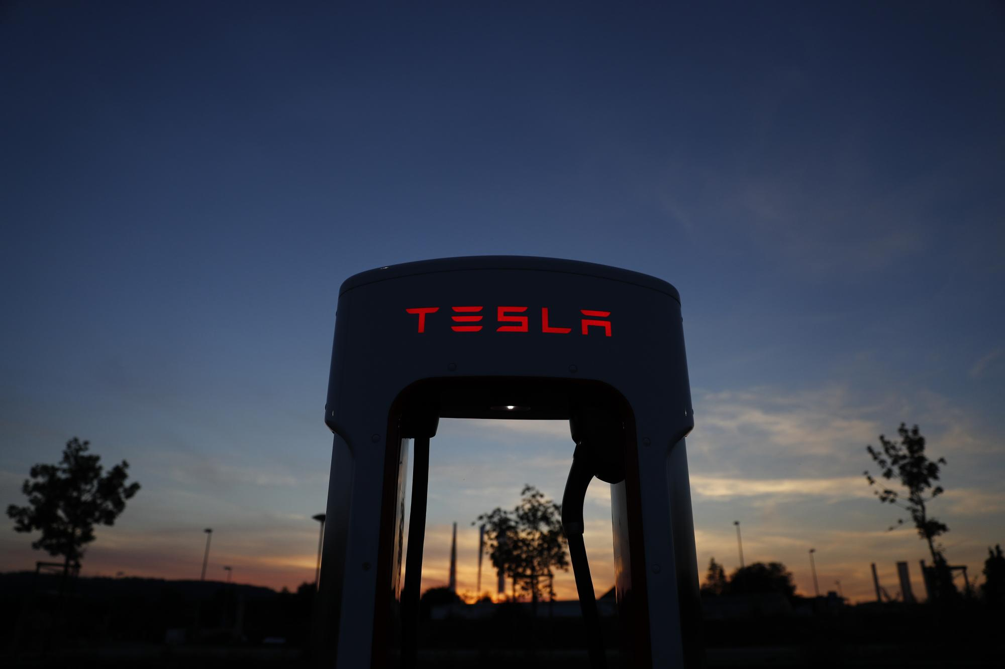 Tesla Loses a Senior Lawyer Just as SEC Tightens Grip