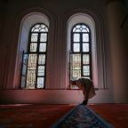 Turkey to allow mosques to reopen for socially distanced prayers