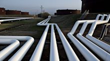 Pipelines Ask U.S. Oil Drillers to Curb Output as Tanks Fill Up