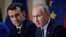 """Affaire Navalny : Emmanuel Macron dénonce une """"tentative d'assassinat"""" et demande une """"clarification"""" à Vladimir Poutine"""