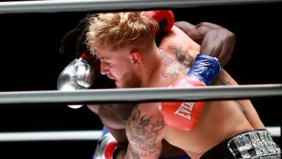 Athletes mock result of odd boxing matchup