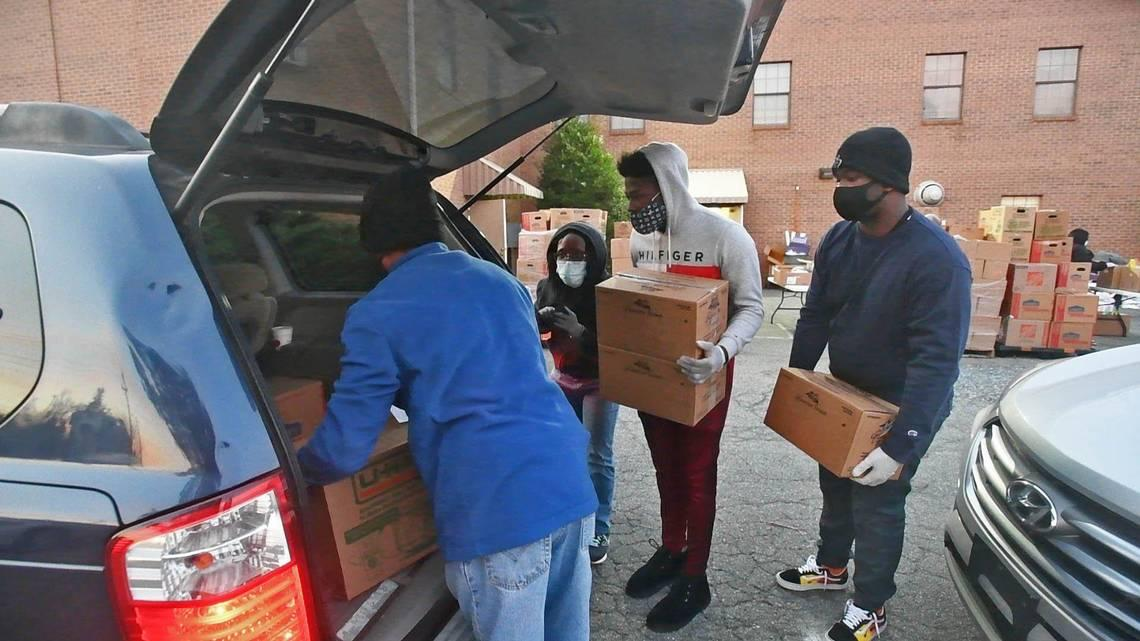 Charlotte woman relying on food pantry this Thanksgiving while helping others in need