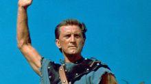 """Kirk Douglas a transgressé la """"liste noire"""" d'Hollywood pour produire """"Spartacus"""""""