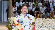 Ohne Hose, dafür mit viel Style: Céline Dion rockt die Fashion Week Paris