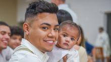 """Felipe Araújo batiza o filho e combina a roupa com o pequeno: """"Fotocópia"""""""
