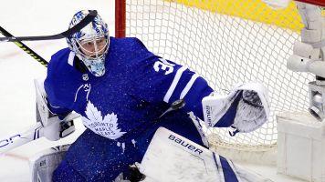 Frederik Andersen keeps Maple Leafs in Game 6 with pair of glove saves