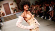 Berlin Fashion Week: Hoermanseder bringt ein Model an seine körperlichen Grenzen