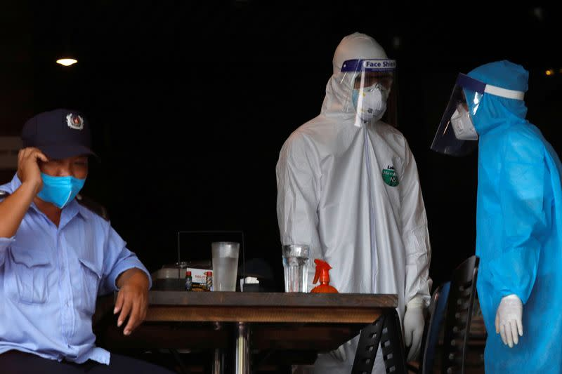 Vietnam says up to 800,000 have left virus epicentre Danang
