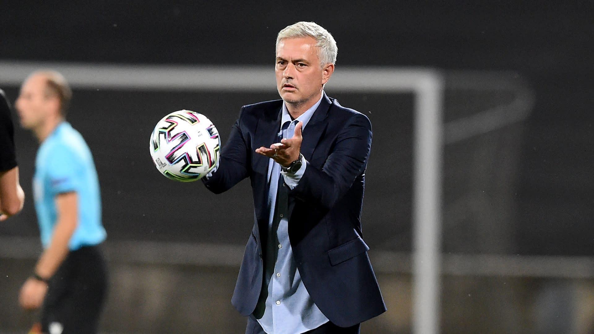 Mourinho blasts Spurs' schedule as a 'total joke'