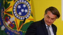 Afastado das redes sociais após cirurgia, Bolsonaro vê família em polêmicas na semana