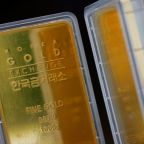 Gold jumps 1% on stimulus hopes, sombre dollar