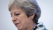Brexit, scivolone della sterlina con nuovi possibili guai su May