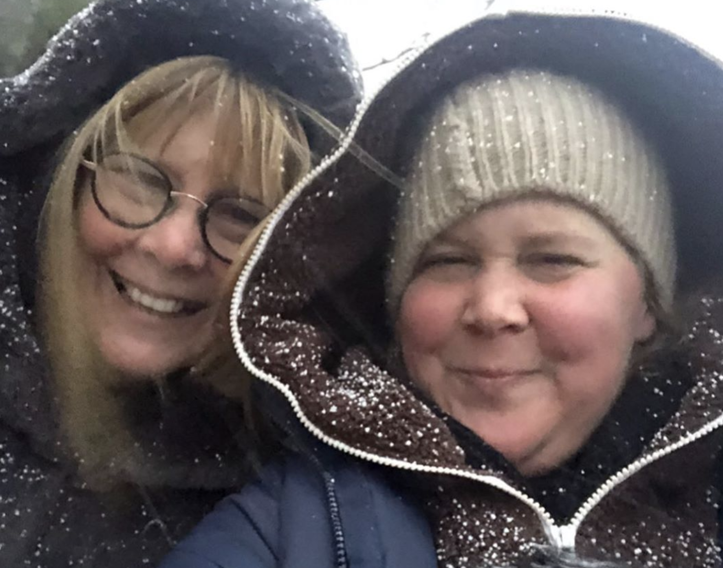 Amy Schumer dedicates Father's Day post to single moms: 'I love my dad but my mom did it all'