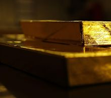 Gold Steady as Dollar Continues Decline on Biden Stimulus Bets