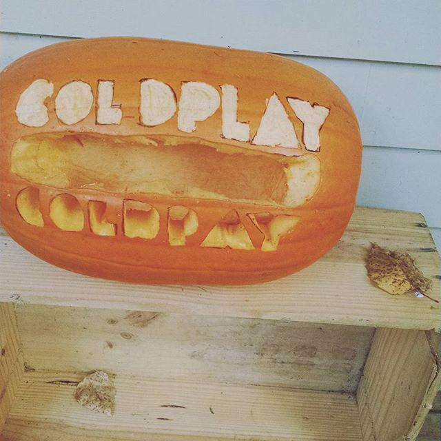 """<p>""""I tried to make this cool but then spelt Coldplay without an L…."""" this pumpkin carver wrote (Photo: <a href=""""https://instagram.com/p/9UHBgTroZr/"""" rel=""""nofollow noopener"""" target=""""_blank"""" data-ylk=""""slk:coldishplay"""" class=""""link rapid-noclick-resp"""">coldishplay</a>)</p>"""